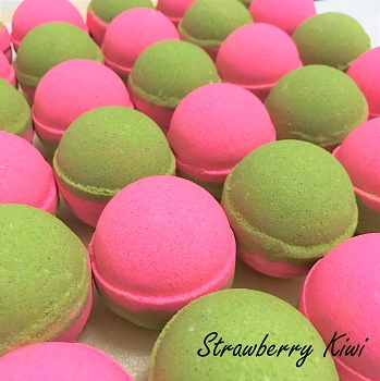 Kiwi Strawberry 2 oz Bath Bomb