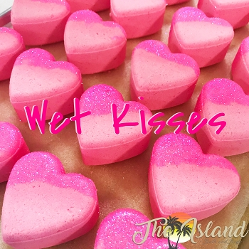Wet Kisses 4 oz Bath Bomb Hearts