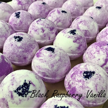 Black Raspberry Vanilla 2 oz Bath Bomb